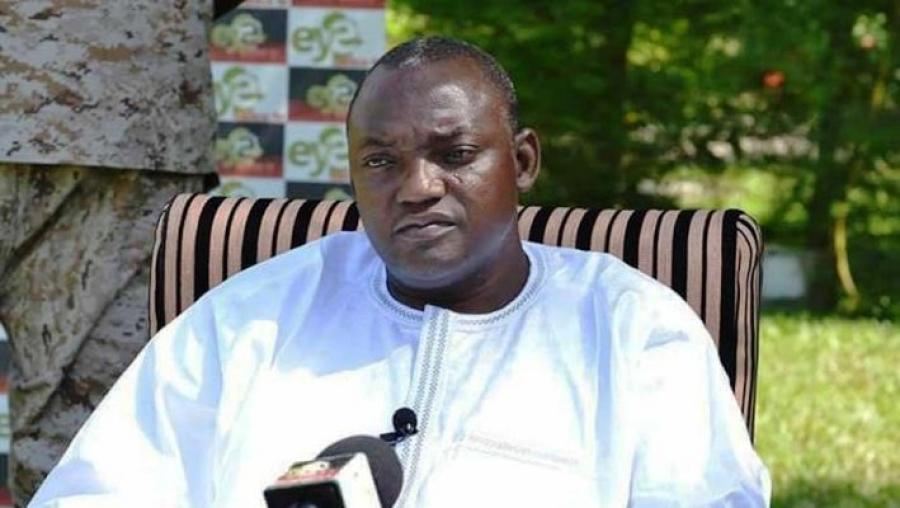 Les populations prêtes pour la cérémonie d'investiture de Barrow — Gambie