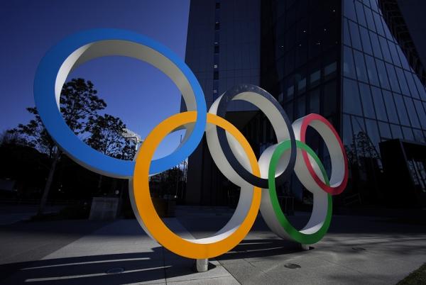 JO 2020: Les anneaux olympiques géants enlevés