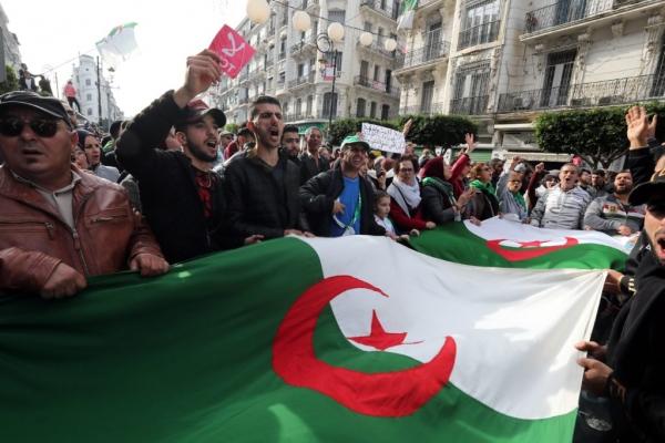 L'Algérie s'enlise dans la crise politique
